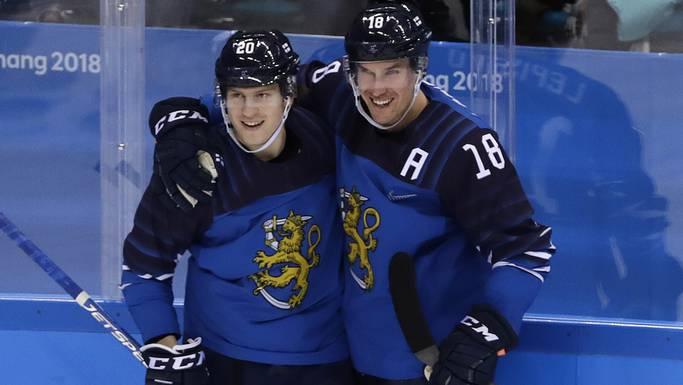 Eeli Tolvanen (links) beeindruckte die Hockeywelt an den Olympischen Spielen. Jetzt steht er vor dem ersten Einsatz für Nashville