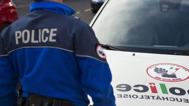 Ein geistig Verwirrter fügte drei Neuenburger Polizisten Verletzungen zu. (Symbolbild)