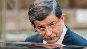 """Der türkische Regierungschef Ahmet Davutoglu weilte in Brüssel, als in der Türkei die Nachrichtenagentur Cihan unter staatlich Kontrolle gebracht wurde. Cihan ist eng verbunden mit der früheren Oppositionszeitung """"Zaman""""."""