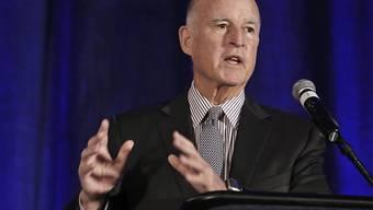 Der kalifornische Gouverneur Jerry Brown will lieber Tampons und Windeln besteuern als Süssigkeiten und ungesunde Erfrischungsgetränke. (Archivbild)