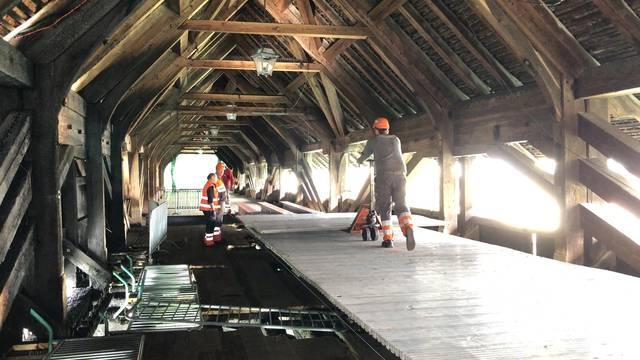 Holzbrücke Olten: Der Notsteg entsteht