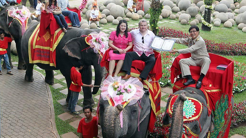 Valentinstag mit Elefanten in Pattaya (Archiv)