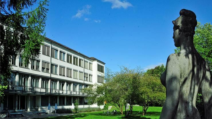 Die Südfassade der 1933 erbauten Frauenklinik im Kantonsspital. Das Haus 8 des KSA wurde von der Liste der «besonderen Bauten» gestrichen.