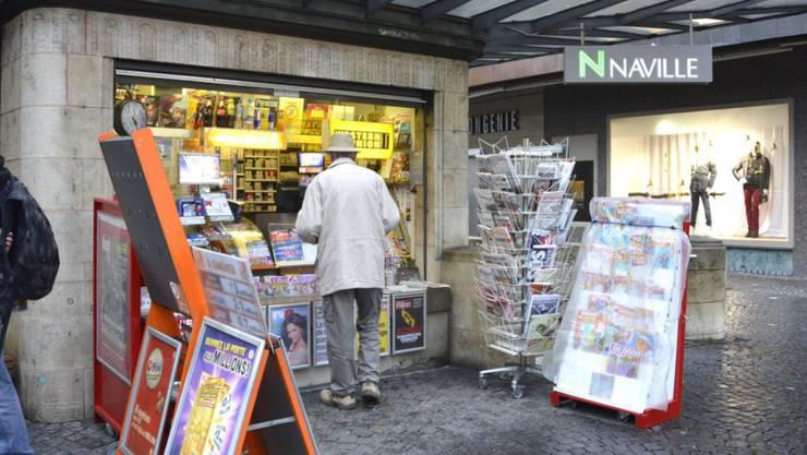 Der Zukauf der Westschweizer Kioskkette Naville liess 2015 den Umsatz von Valora wachsen. (Archiv)