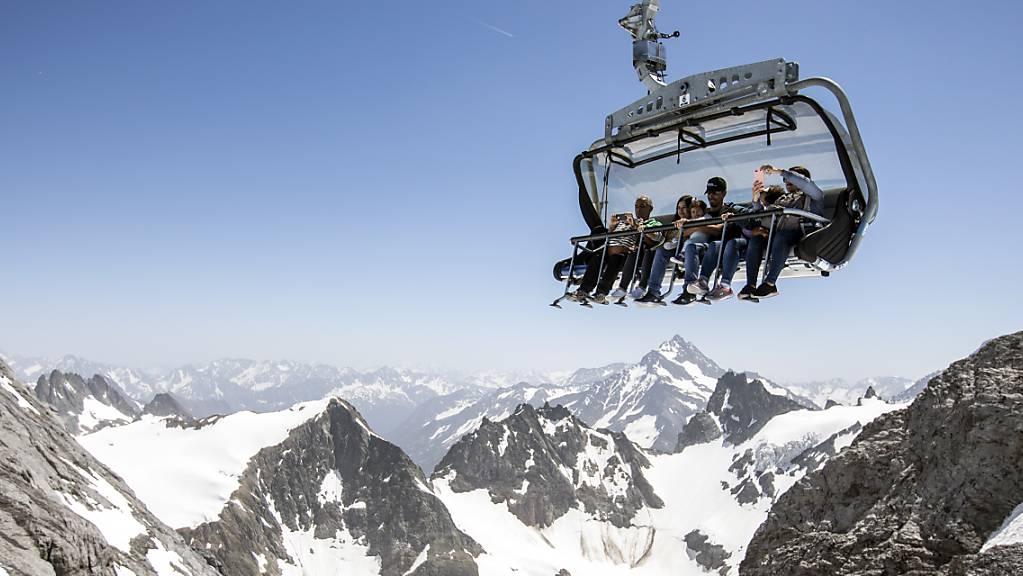 Der Ständerat will für die Förderung des Tourismus mehr Geld bereitstellen als der Nationalrat und der Bundesrat. Im Bild Sommertouristen auf dem Titlis.