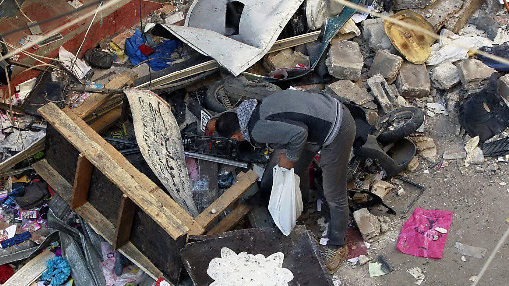 Trümmerhaufen nach den Anschlägen von Beirut vom vergangenen Donnerstag: Im vergangenen Jahr sind nach der Zählung einer britischen Organisation fast 33'000 Menschen durch Terror ums Leben gekommen. (Archivbild)