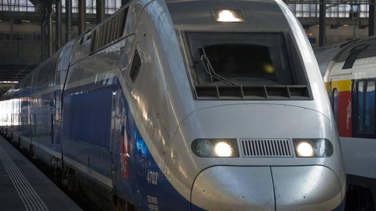TGV Euroduplex im Bahnhof Basel SBB.