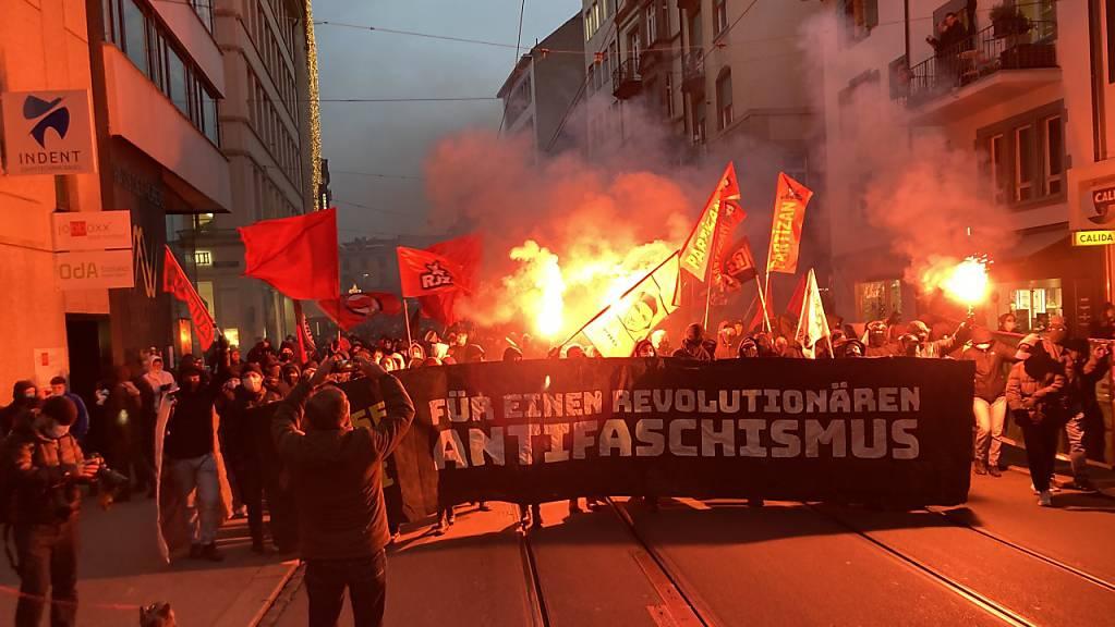 Die Wut gegen die Basler Justiz lodert am Samstag auf der Strasse.