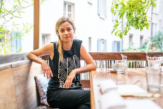 «Haben Sie schon einmal einen Schmetterling von nahem gesehen? Tun Sies nicht!»: Lara Stoll beim Interview in Zürich.