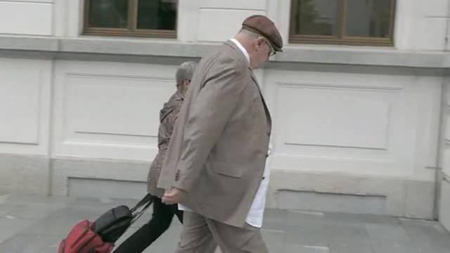 Prozessbeginn: Hier betritt Dieter Behring das Bundesstrafgericht