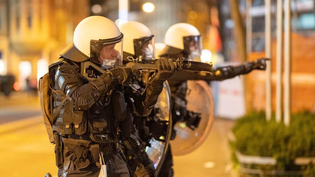 «Gummischrot aus Notwehr» – das sagt die Polizei zur Krawallnacht