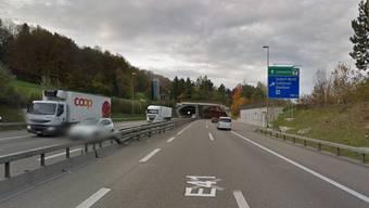 Kurz vor dem Honerettunnel bildete sich die Rettungsgasse, durch die eine Polizeipatrouille und der Mercedes-Lenker fuhren.