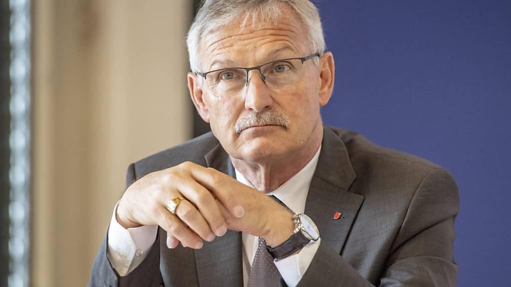 Der Schwyzer Volkswirtschaftsdirektor Andreas Barraud erhält schnell mehr Geld für Härtefälle. (Archivbild)