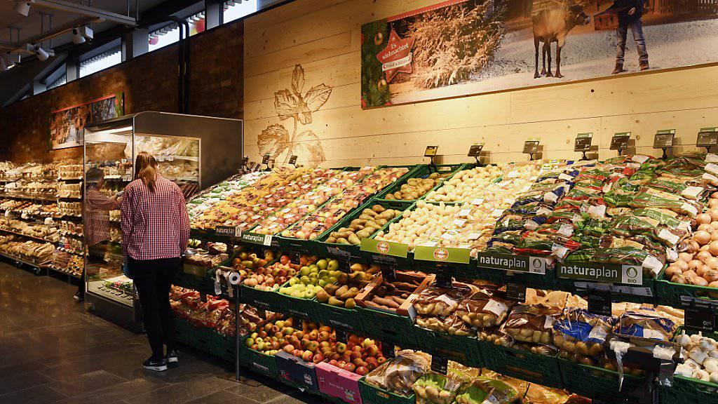 Im Food-Bereich legten 2016 die Umsätze von Schweizer Detailhändlern leicht zu. (Archivbild einer Coop-Filiale)
