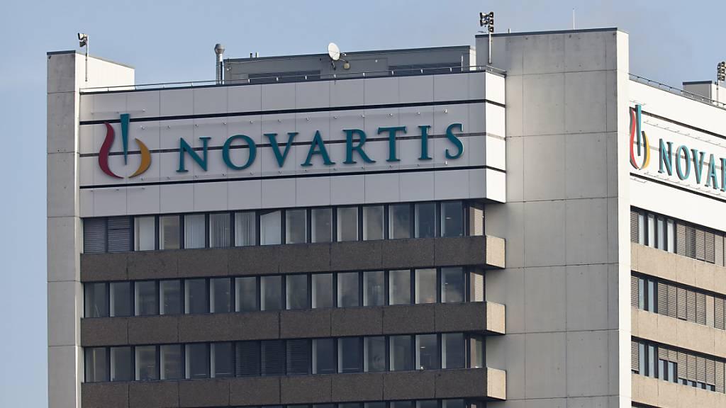 Der Pharmakonzern Novartis muss ein Augenmittel in den USA mit Warnhinweisen versehen, nachdem es in einzelnen Fällen zu Nebenwirkungen gekommen war. (Archivbild)
