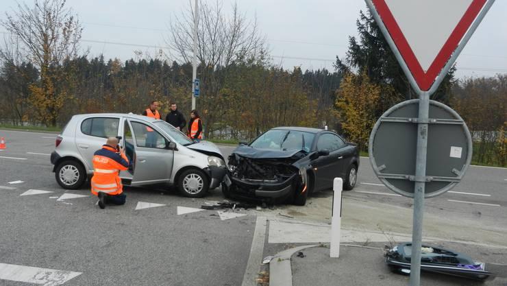 Der Mann wollte mit seinem schwarzen Renault auf die Autobahn abbiegen.