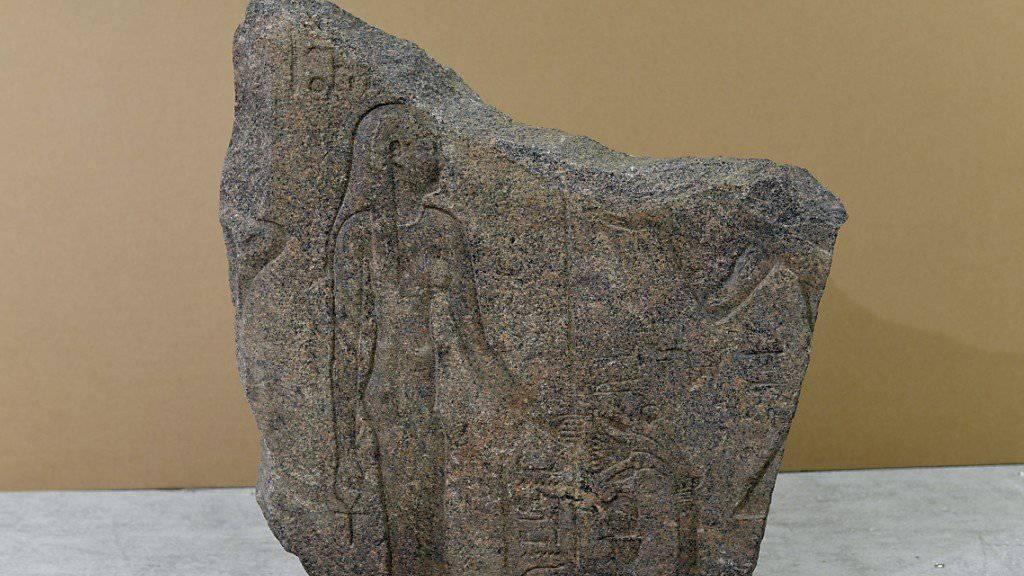 Das antike Granitrelief wurde vor mehr als 30 Jahren in Ägypten gestohlen und tauchte Ende 2014 in einem Genfer Zollfreilager auf.
