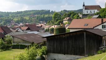 In Seewen pfeifen es die Spatzen von den Dächern: Dutzende Liegenschaften sind nicht an die Kanalisation angeschlossen.