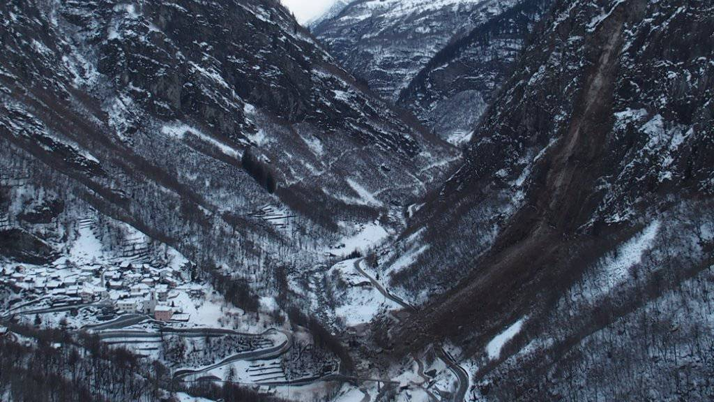 Das Felssturzgebiet im Calancatal war kantonalen Stellen wegen kleinen Steinschlägen als potentiell gefährdet bekannt. Die Gefahr wurde aber als zu gering berechnet, um Sicherheitsmassnahmen zu ergreifen.