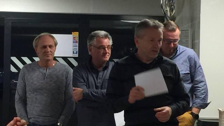 Im Vordergrund der Skip des Siegerteams Solothurn Biber Christof Schwaller, hinten von rechts nach links Christoph Kaiser, Markus Känzig und Pierre Hug