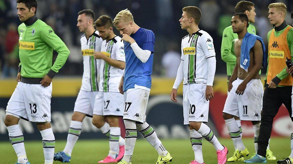 Mönchengladbachs Spieler senken nach der Niederlage die Köpfe