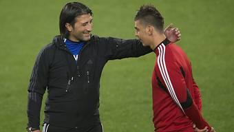 FCB-Trainer Murat Yakin mit Verteidiger Alexandar Dragovic: Auf die Defensive kommt es in der Rückrunde an. (Archiv)