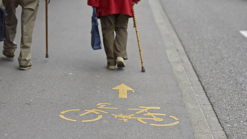 Zwischen Wangen und Tuggen soll ein neuer kombinierter Rad- und Gehweg entstehen. (Symbolbild)