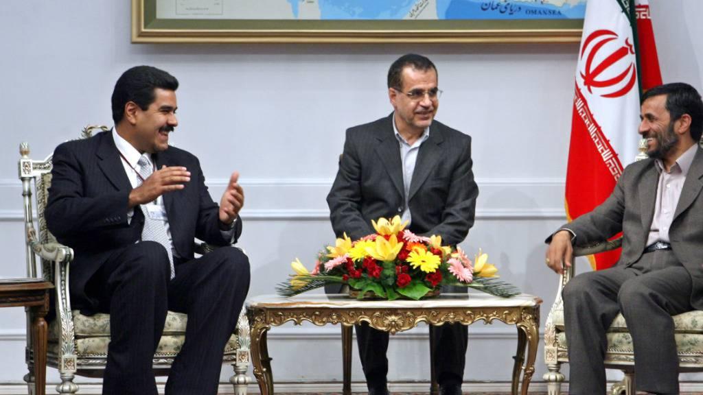 Venezuelas Staatschef Nicolás Maduro (links) will dem Mullah-Regime im Iran bald einen Besuch abstatten und sich für Hilfslieferungen an sein Land persönlich bedanken. (Archivbild aus dem Jahr 2006)