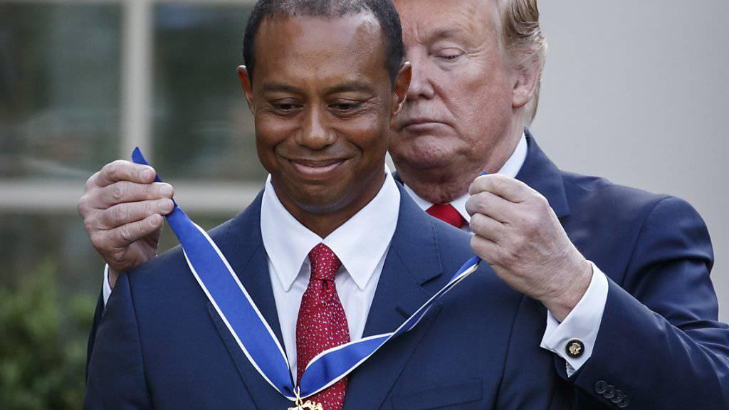 US-Präsident Donald Trump hat am Montag den Golfspieler Tiger Woods ausgezeichnet.