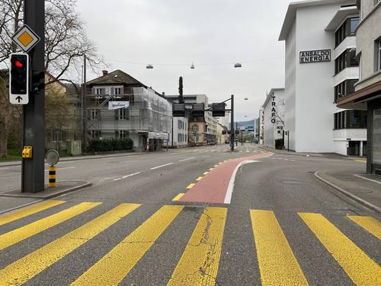 Die Bruggerstrasse in Baden: Heute Morgen war sie so leer wie wohl noch selten.