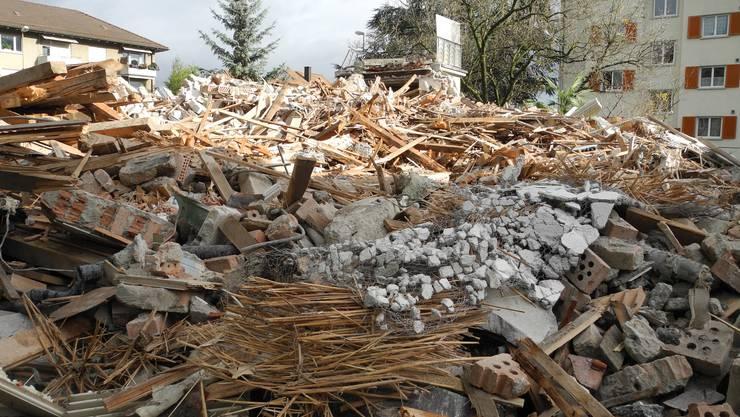 Im November 2016 wurde die Villa Simon an der Römer-/Ecke Oetwilerstrasse innerhalb kurzer Zeit abgerissen.