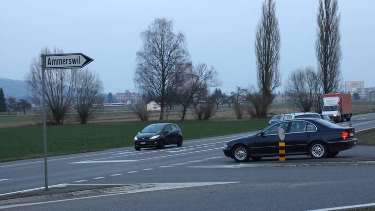 Die Einmündung von Ammerswil her gehört zu den risikoreichen Stellen auf der Bünztalstrasse.