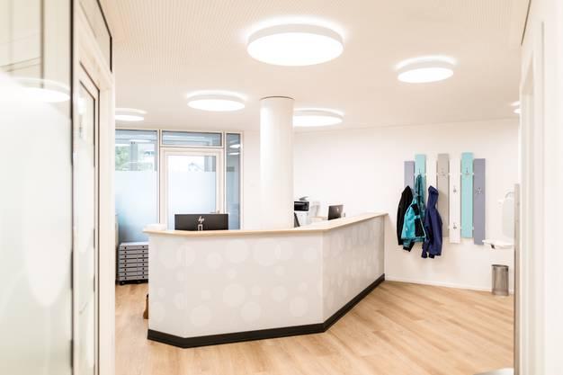 """Kirchleerau: Hausarzt Ueli Deubelbeiss hat im neuen Leerau-Gebäude seine Praxis """"Für Chli & Gross"""" eröffnet."""