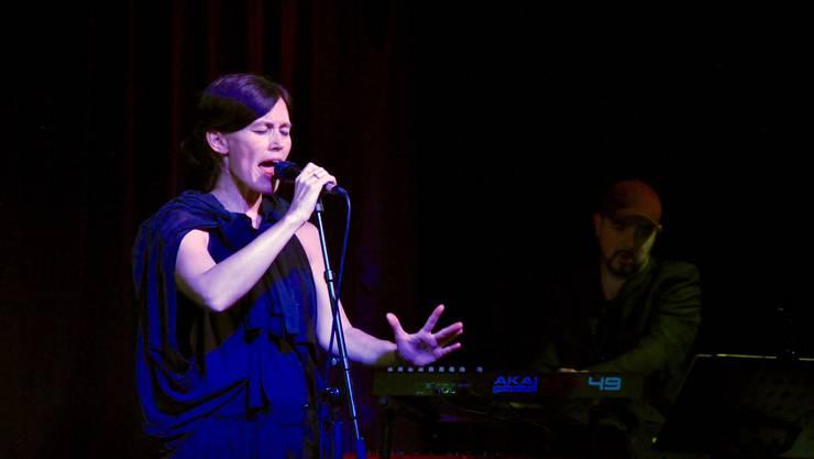Annakin lernte ihre Gesangstechnik bei einer Opernsängerin.