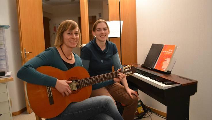 Einmal pro Woche musizieren und singen sie zusammen: Andrea Jeremias und Janine Reijnen. lee