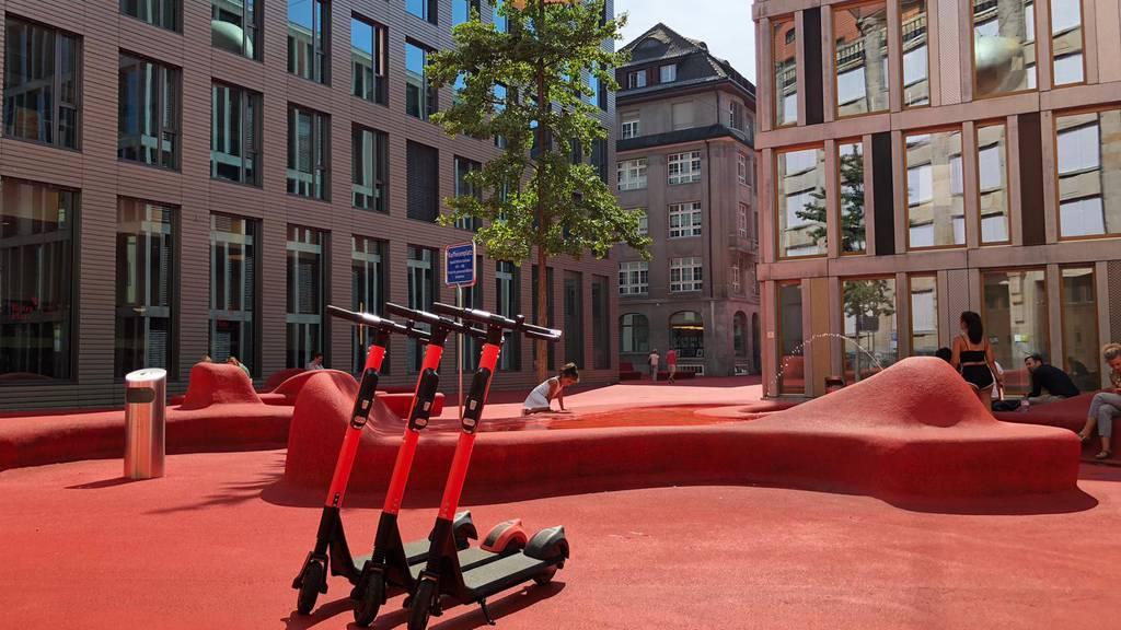 Die schwedischen E-Scooter rollen für vorläufig drei Monate in St.Gallen herum.