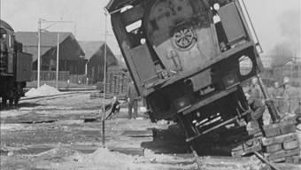 Diese Aufgleisübung mit einer A 3/5 Dampflokomotive fand in Basel statt. Ho/SBB Historic