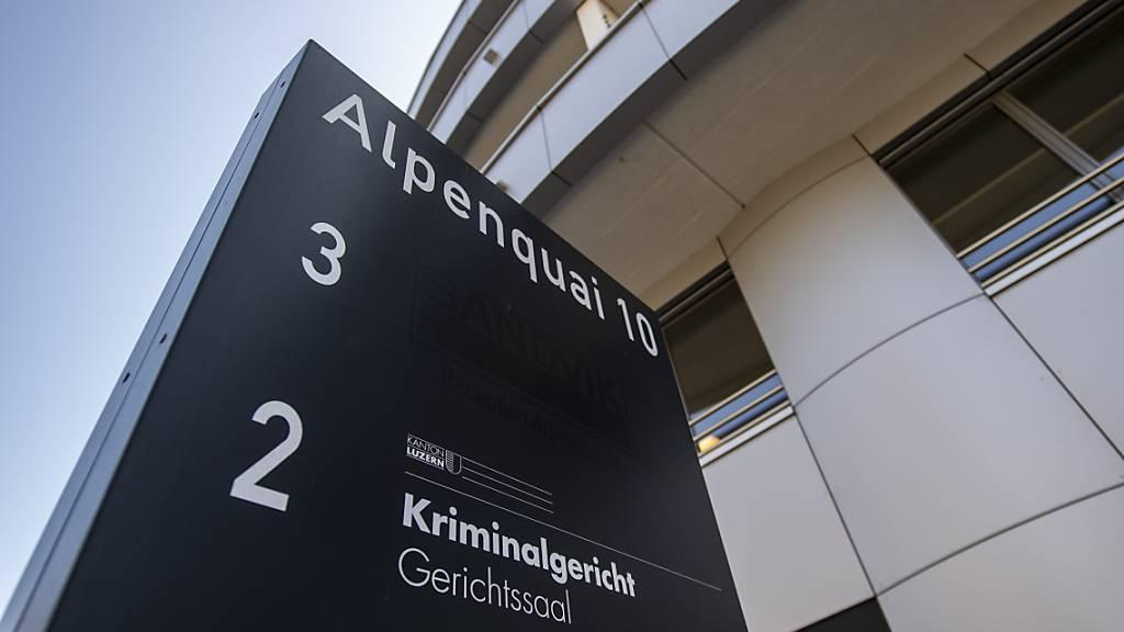 Das Kriminalgericht Luzern schickt einen betagten Bankräuber nicht hinter Gitter, sondern fällt nur eine bedingte Freiheitsstrafe aus. (Symbolbild)