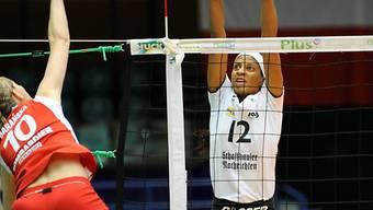 Tassia Goncalves de Oliveira beim Block