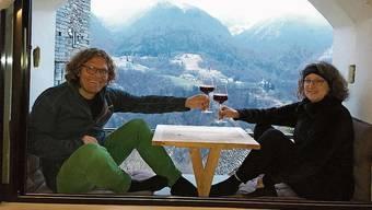 Daniel Cortellini und seine Frau Rita stossen einmal täglich zusammen auf bessere Zeiten an.
