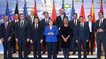 Die deutsche Kanzlerin Angela Merkel und Frankreichs Präsident Emmanuel Macron haben Serbien und Kosovo am Montag in Berlin zur Beilegung ihrer Gebietsstreitigkeiten gedrängt.