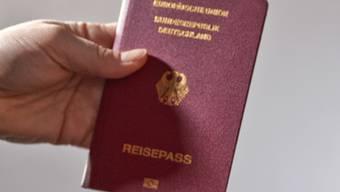 Ein deutscher Reisepass: Deutsche wandern vor allem in die Schweiz aus (Symbolbild)