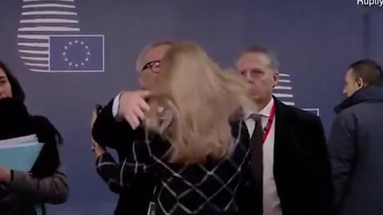 EU-Kommissionschef Juncker liefert bizarre Szene