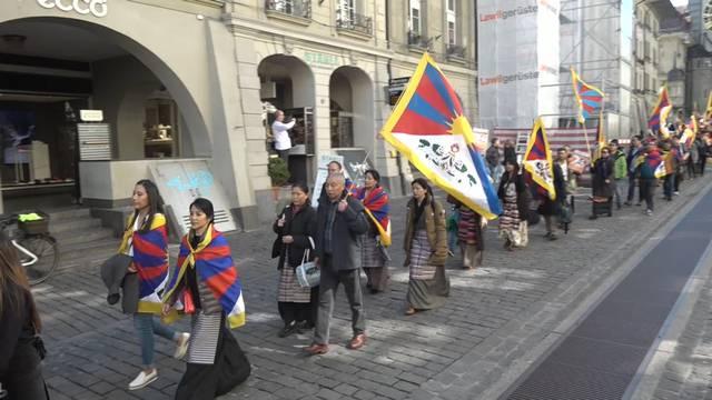 800 Tibeter demonstrieren für ihre Freiheit (Impressionen)