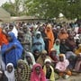Frauen, die nach Kämpfen aus Gwazo geflohen waren (Symbolbild)