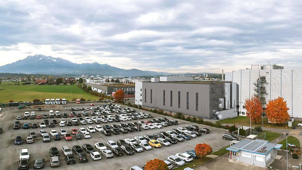 So soll der neue Gebäudetrakt der Emmi in Emmen LU dereinst ausschauen.