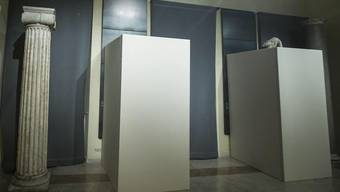 Hinter dieser Verschalung sind sie, die Nackstatuen im Museum.