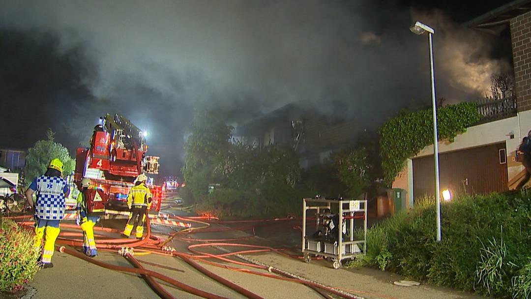 Mann setzt eigenes Haus in Brand und richtet sich selbst