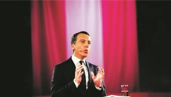 Österreichs Kanzler Christian Kern (SPÖ) spricht über seinen Plan: Nur, wenn sich für eine Stelle kein geeigneter Arbeitsloser im Inland findet, kann sie an neu Zuziehende vergeben werden.