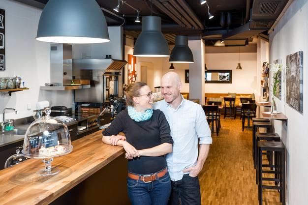 Die Kaffeemaschine Sanremo Racer ist die wichtigste Mitarbeiterin von Denise Waglechner und René Marti im Kafi Zwoi.